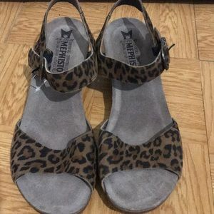 Brand new- super comfy! Bought at Nordstrom!